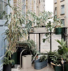 Iconic balconnière-grise
